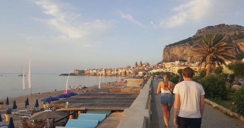 Vakre Cefalù på Sicilia